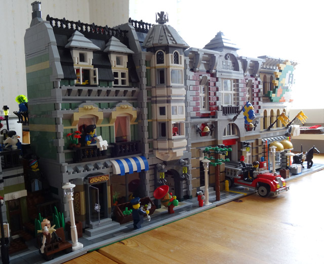 Putting together Lego Green Grocer (10185) | The Bearded Nerd