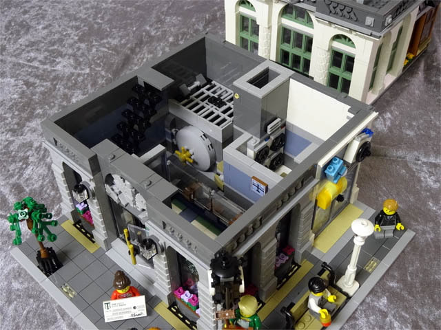The Ghostbusters Firehouse HQ (75827) vs the Brick Bank
